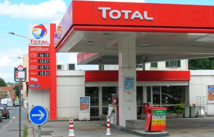 Breaking News: FG reduces Petrol to N130
