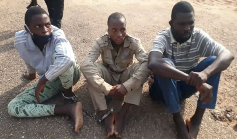 #ENDSARS: How we sold roasted heads of two slain policemen for N1000 — 17-yr-old suspect confesses