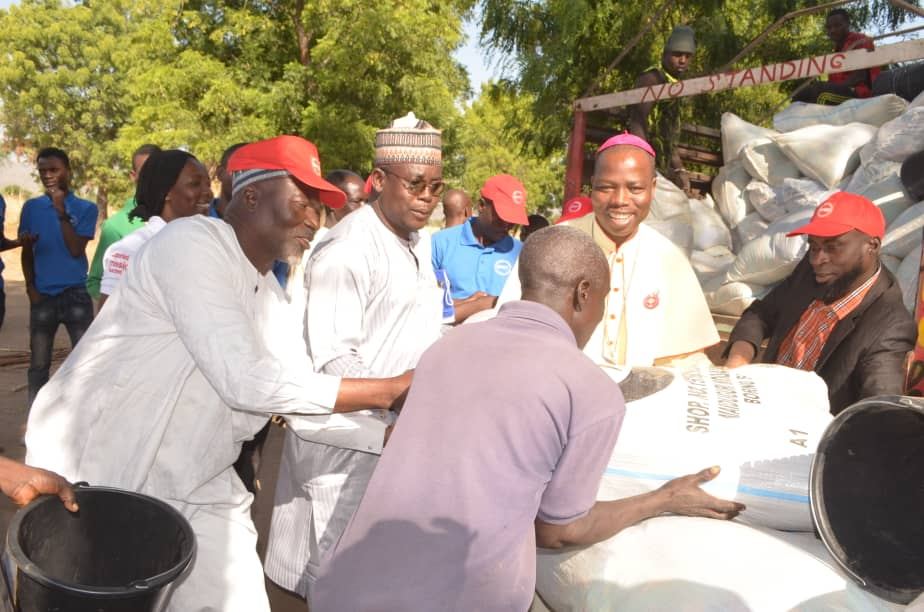 CHRISTMAS: DAMI, CAN CHAIRMAN DISTRIBUTES FOOD AND NON FOOD ITEMS TO ADAMAWA COMMUNITIES