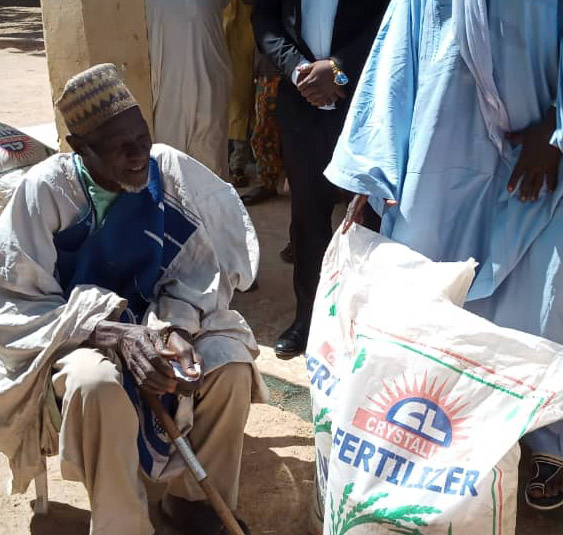 Devt Peace Initiative Presents Fertilizers To 40 Families In Makarfi