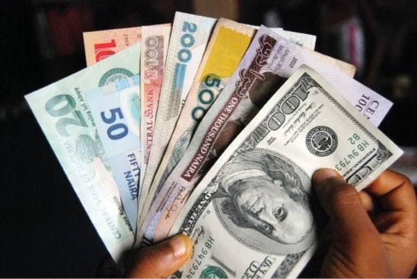 Naira depreciates 1.04% against dollar, despite CBN promo