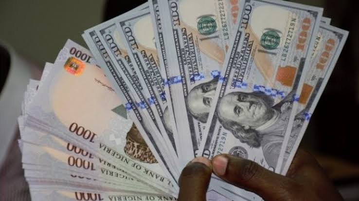 Naira weakens at parallel market, records N527/$1