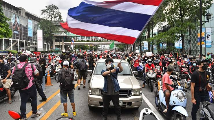 Thousands join convoy protests against Thai PM