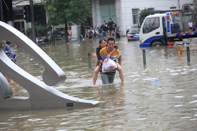 Death toll in central China floods rises to 302, 50 missing