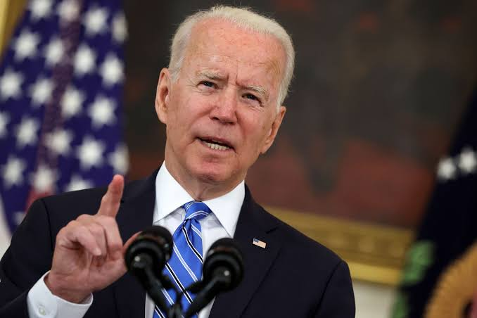 Biden mourns 700,000 Americans lost to COVID-19